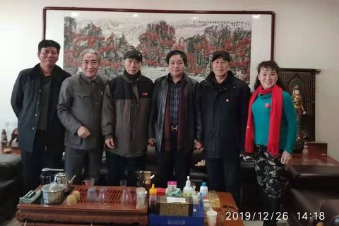 纪念毛主席诞辰126周年,北京乌ballbet贝博app西甲董事长高印昌特邀请周恩来总理特型演员到我公司共同缅怀革命历史